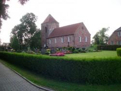 ...mit alter Kirche...