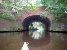 ...unter der alten Wallbrücke hindurch.