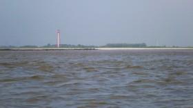 Campener Leuchtturm mit Sand