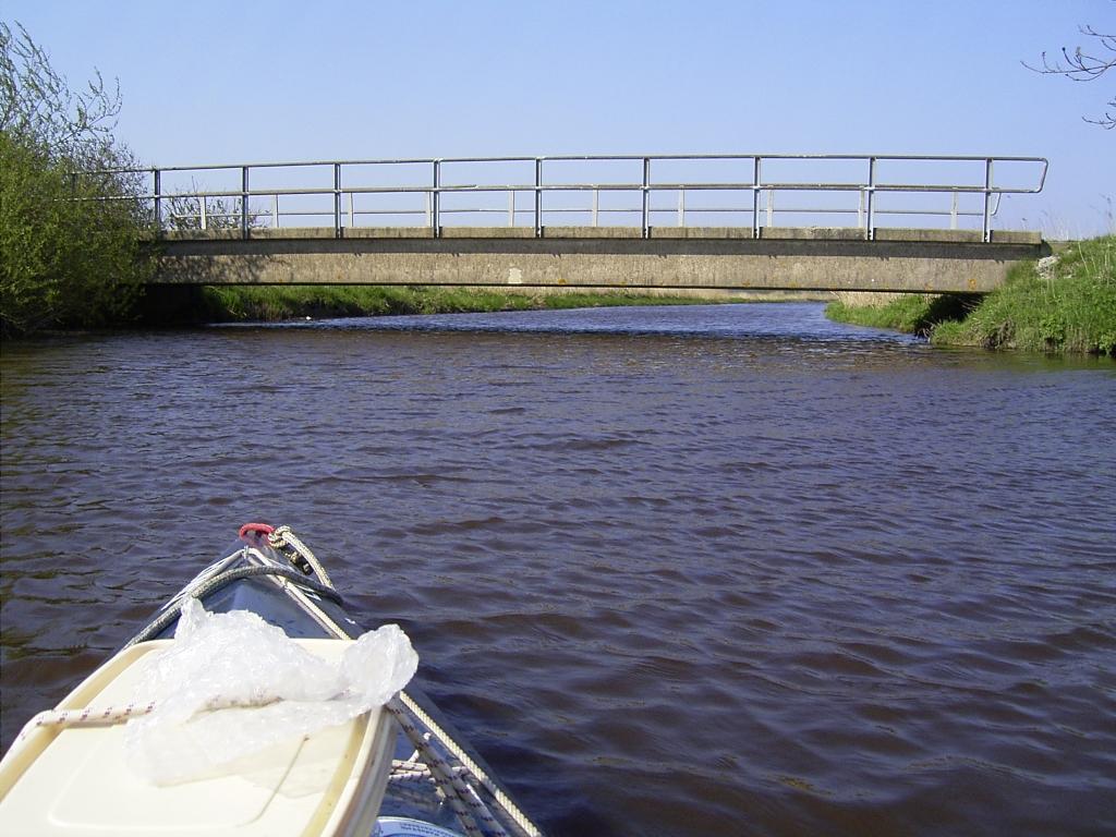 ...zur ersten flachen Brücke.