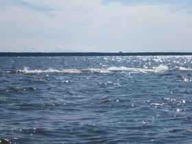 Gefährlich: Felsen im Wasser